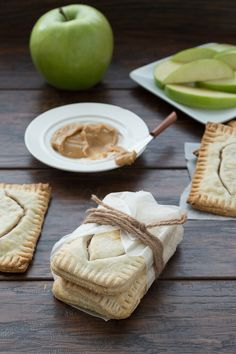 Apple and Maple Butter Pop Tarts -- Healthy homemade pop tarts with only 6 ingredients.