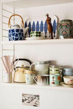 bachelorette pad, open shelves, kitchen shelves, sofia byström, kitchen accessories, clothing labels, open shelving, retro kitchens, kitchen stuff