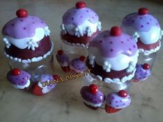 Potes decorados com cupcake em Biscuit