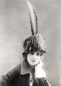 Hat by Hennard, Paris - Underwood and Underwood Photographic Collection (University of Kentucky)