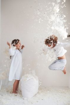 Pillowfight | Feathers #playeveryday