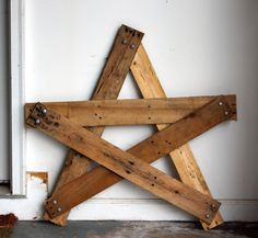 DIY Wood Pallet Projects   DIY Rustic Star Decoration from Reclaimed Pallet Wood   peaches ...  Hmmmm.... What if you tacked a bunch of these to the side of a garden shed & called it....trellis