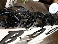Faux Feather Garland >> http://www.diynetwork.com/decorating/how-to-make-black-and-white-halloween-decorations/pictures/index.html?soc=pinterest