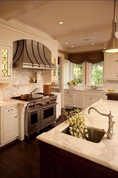 interior design, benjamin moore linen white, southern kitchen ideas, interior paint colors kitchen, stainless range hood