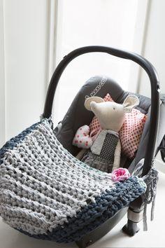 Haken voor de babykamer met zpagetti - Vloerkleedje - Opbergmandje - Dekentje - Maxicosi-hoes - Hartjesmobile