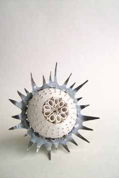 White thistle brooch by Celine Charuau/gris bleu
