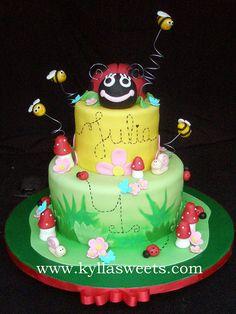 Ladybug cake ~~~~~~~~~~~~~~~ bolo Joaninha by Kyllasweets, via Flickr