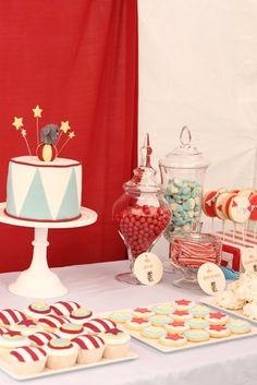 dessert tables, cake, circus theme, hello naomi, vintage circus, circus birthday, 1st birthday, circus party, circus parti