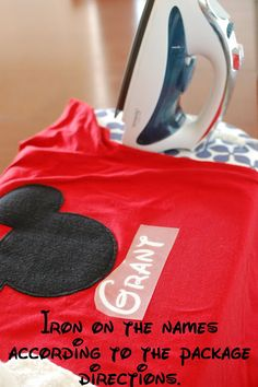 Disney Crafts: Personalized Mickey T-shirts. These would be adorable for a Disney trip someday!