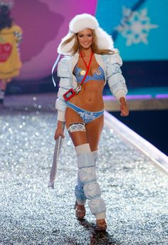 Candice Swanepoel for the 2007 Victoria's Secret Pink Fashion Show