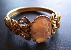 Signed FLORENZA Vintage Shell Cameo Bracelet