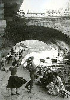 Rock and Roll sur les Quais, Paris, c1952 (Paul Almasy)