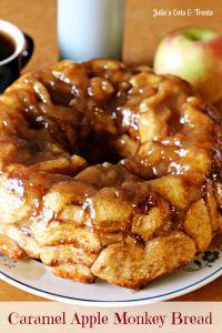 Caramel Apple Monkey Bread on MyRecipeMagic.com #bread #caramel #apple #monkey