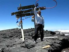 Hula hooping on the summit! Thomson trekker seems to be immune to altitude, this is impressive!