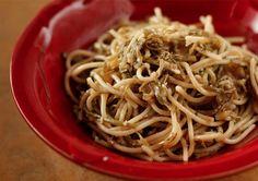 Spaghetti ragu , carciofi e pecorino