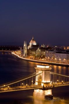 Night at the Szechenyi Chain Bridge and Hungarian Parliament Building in Budapest, Hungary.