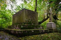 Nunhead Cemetery Gravestones. By Torsten Reimer on Flickr.