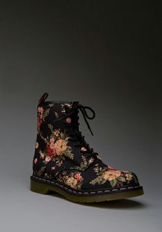 DR. MARTENS Print 8 Eye Boot in Black Victorian Flowers -