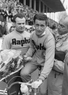 Tommy Simpson after coming ninth in Roubaix in 1960