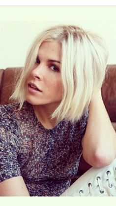 Emily Weiss hair #bob #platinum blonde