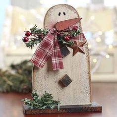 Primitive Christmas Decor | ... and Distressed Wood Snowman - Christmas and Holiday - Primitive Decor