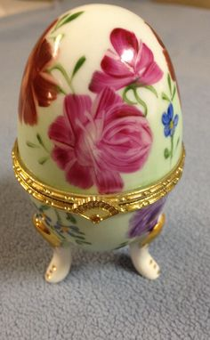 PORCELAIN HINGED FOOTED PAINTED FLORAL EGG JEWELRY/ VANITY/ TRINKET BOX