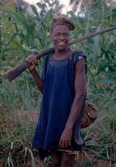Africa | Hunter from the Yoruba people of Nigeria.  1970 | ©Eliot Elisofon.