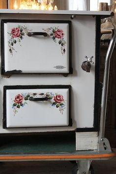 Objetos antiguos on pinterest cut glass antique toys - Estufas de lena antiguas ...