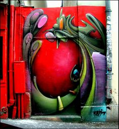The mysterious Place's Door    Painting Wall & Door !!  Shot rue Tholozé, in Montmartre, Paris 75018 - France - By pifou2010 Gérard Beaulieu