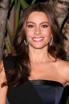 Sofia Vergaras wavy, brunette hairstyle