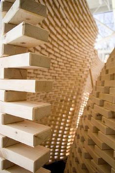 """Professor Ingeborg M. Rocker of Rocker-Lange Architects and students at the Graduate School of Design at Harvard University, USA, have used a robot to build an undulating double-wall structure made of 4100 wooden """"bricks"""" to create complex double curvature walls."""