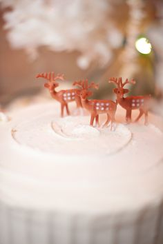 Christmas cake topper // photo by Nine Photography, event design by Grit + Gold http://ruffledblog.com/winter-woodland-wedding-ideas/ reindeer cake, christmas cakes, christma cake, cake toppers
