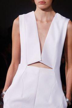 Jil Sander mono escote geometrico minimalista estructurado novia blanco