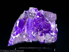 sugilite | Sugilite from Wessels mine, Hotazel, Kalahari Mn fields, Northern Cape ...