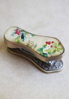 vintage-styled stapler....pretty