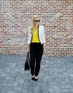 black and white   a pop of yellow cute work outfit #fashion #beautiful #pretty Please follow / repin my pinterest. Also visit my blog http://mutefashion.com/