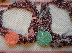 collares con cadenas y tonos pastel!!