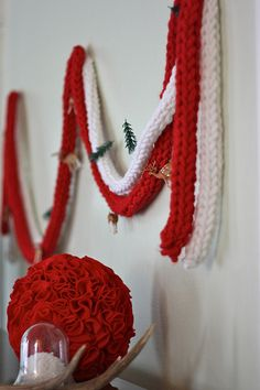Finger Knitting! SUPER EASY! Can make scarfs for children/adults, garlands, etc.!