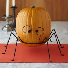 This no-carve pumpkin is super simple to #DIY!