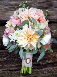 10 Money-Saving Tips for Creating Wedding Floral Arrangements >> http://www.diynetwork.com/decorating/10-money-saving-tips-for-creating-wedding-floral-arrangements/pictures/page-5.html?soc=pinterest