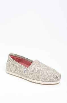 TOMS Classic New grey/white. Cute!
