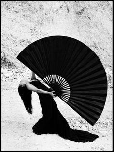 Ruven Afanador white photographi, art, abanico, hand fans, ruven afanador, afanador flamenco, fashion photography, black, afanador photo