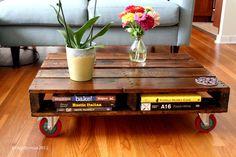 Mango & Tomato: DIY: Make Your Own Pallet Coffee Table