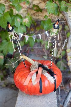 Love this garland on this pumpkin at a halloween party! Via Kara's Party Ideas - www.KarasPartyIdeas.com
