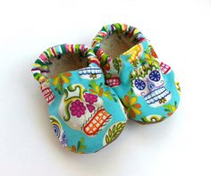 Sugar skull baby shoes for your little sweetheart. #etsyfinds #etsykids