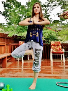 Blogger Shelly Stuckman of Arizona Girl showing off her yoga poses in Love, Charlotte XO activewear!