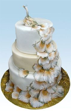 Albino peacock cake