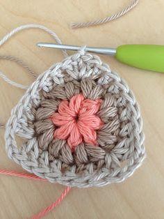 Annoo's Crochet World | Triangle and Square Puff Granny #freecrochetpattern