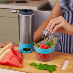 Love this idea! A water bottle that infuses flavors!