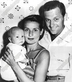 William Holden and his family (1946)